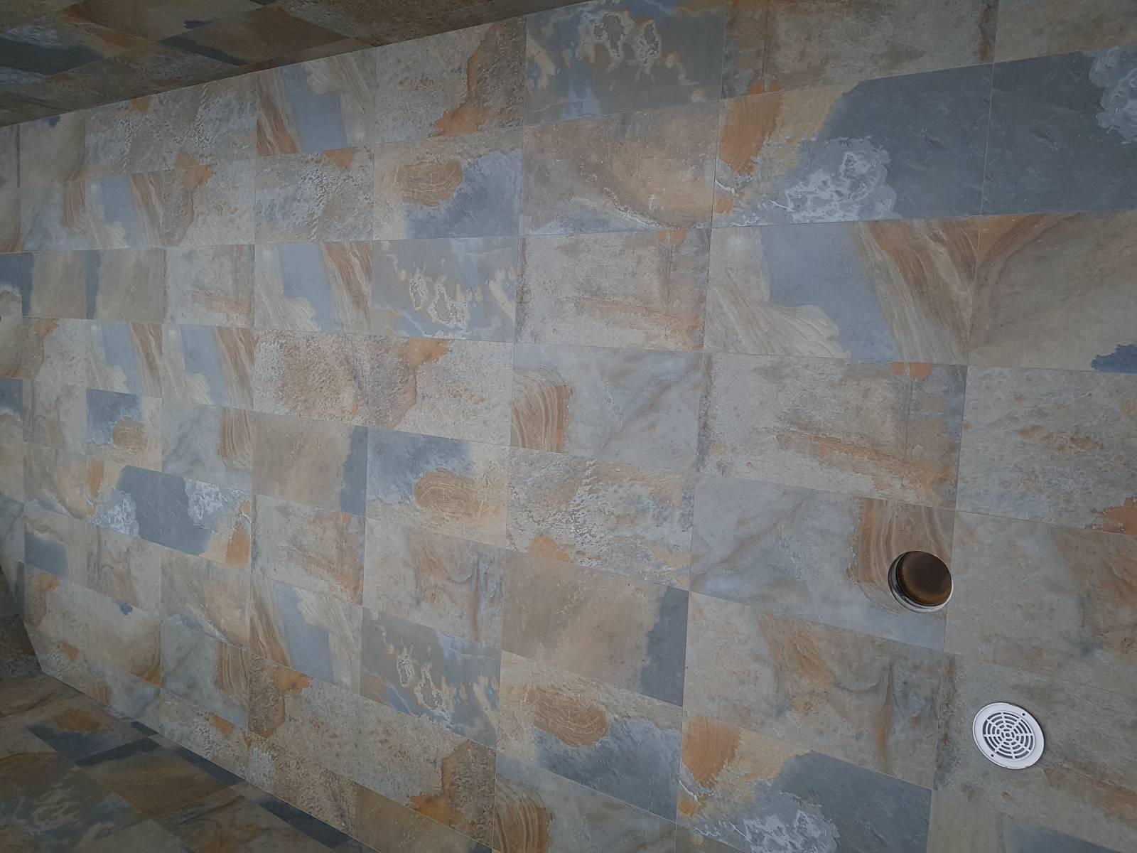 Vente De Carrelage Pour L Interieur D Une Piscine 45 X 90 Imitation Pierre Naturelle A Six Fours Les Plage Magasin De Carrelage Proche Toulon Tendance Carrelage